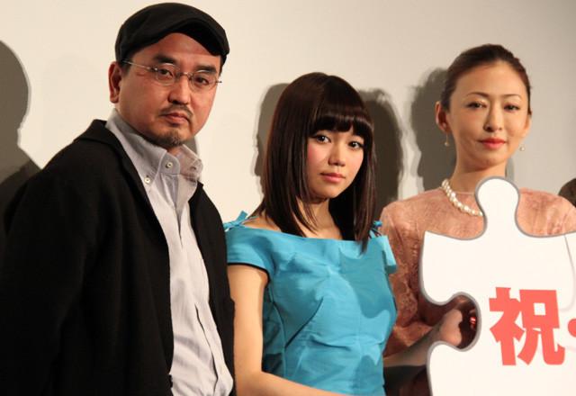 「脳男」初日挨拶に登壇した(左から) 瀧本智行監督、二階堂ふみ、松雪泰子