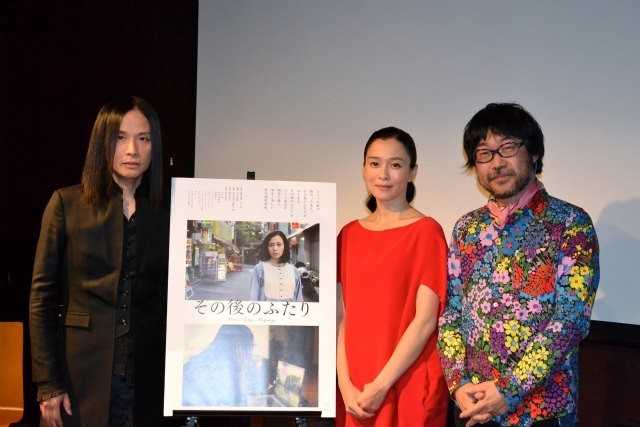 初日舞台挨拶を行った(左から) 辻仁成、坂井真紀、倉本美津留