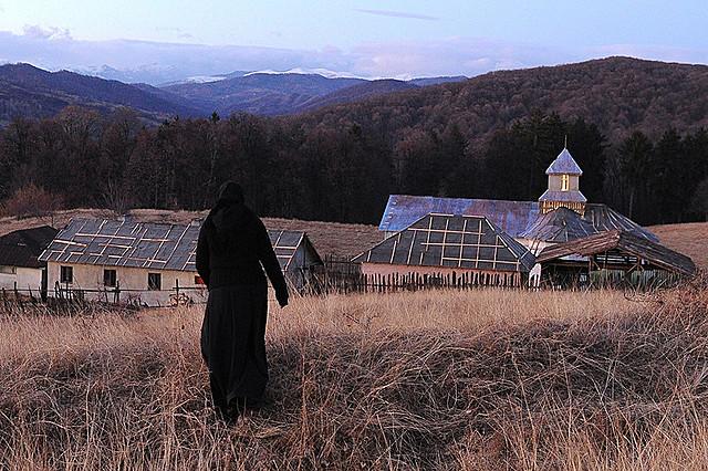 無名の新人2人がカンヌ女優賞 修道院での悲劇を描いた「汚れなき祈り」予告編