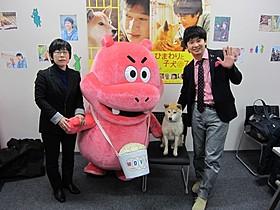 舞台挨拶に立った平松恵美子監督と若林正恭「オードリー」