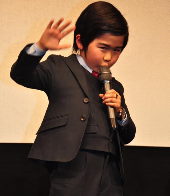 スーツで登場した鈴木福くん