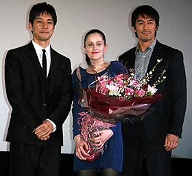舞台挨拶に登壇した(左から)西島秀俊、 オドレイ・フーシェ監督、阿部寛「メモリーズ・コーナー」