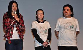 舞台挨拶に立つ樋口尚文監督ら「インターミッション」
