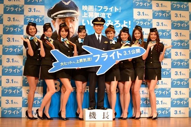 柳沢慎吾&モデルガールズ、映画「フライト」大ヒットを祈願「上昇気流でいい夢見ろよ!」