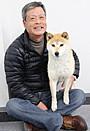 「ひまわりと子犬の7日間」に出演の柴犬イチ、編集部でリラックス