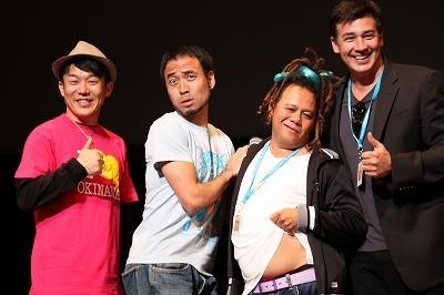 タイ映画の監督、舞台挨拶で司会の女性に求婚「結婚して」