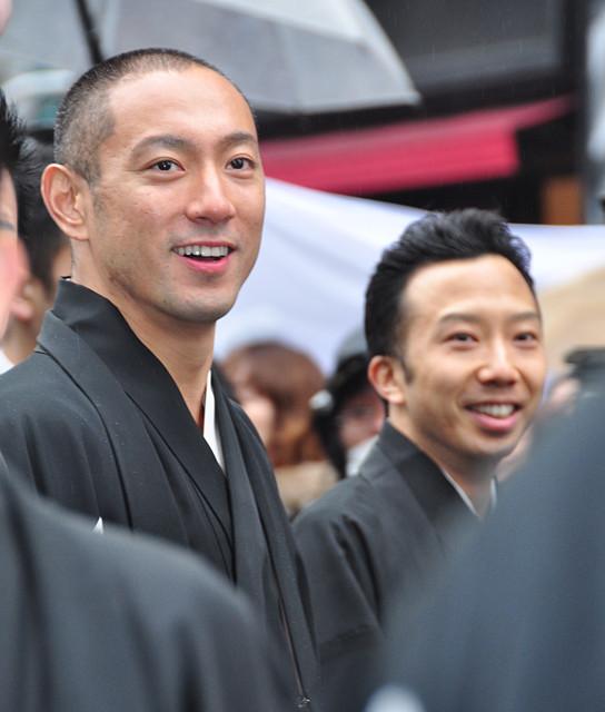 歌舞伎俳優63人の銀座練り歩きに3万2000人が歓声!