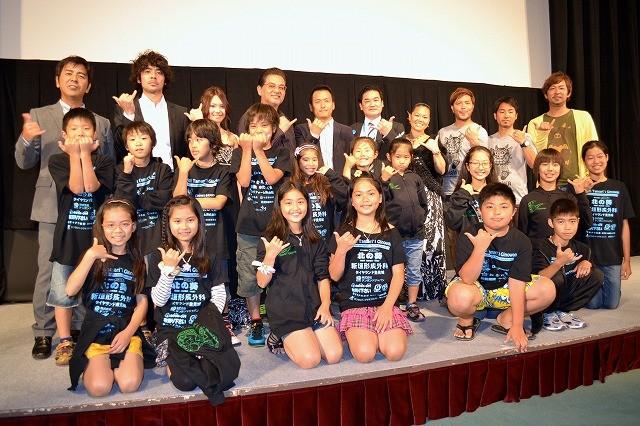 日本一のタヒチアンダンスチーム登場! 宜野湾映画上映に市長も興奮