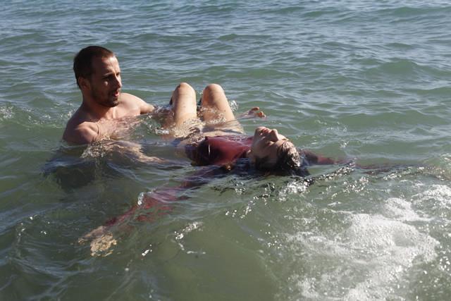 マリオン・コティヤールの両足を消す「君と歩く世界」メイキング映像公開