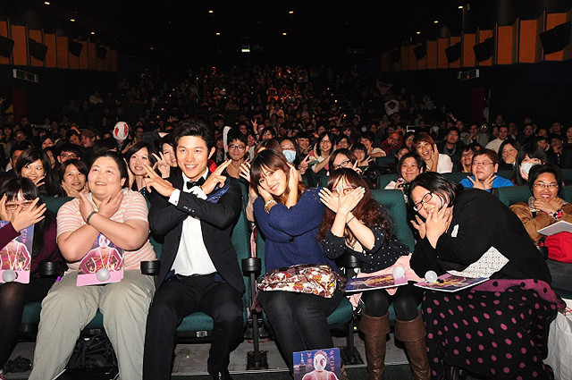 「変態仮面」台湾のプレミア上映で爆笑の渦 主演の鈴木亮平も大満足