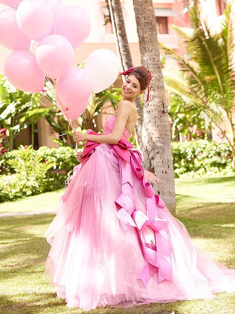 吉川ひなの、ウエディングドレス披露 自身初監修のハワイガイドブック発売