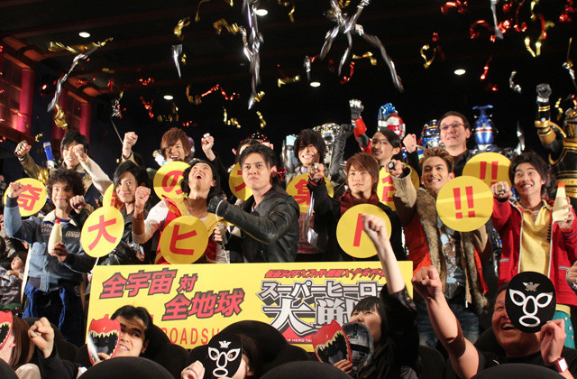 石垣佑磨「自分は幸せ者です」と誇らしげ 「スーパーヒーロー大戦Z」封切り