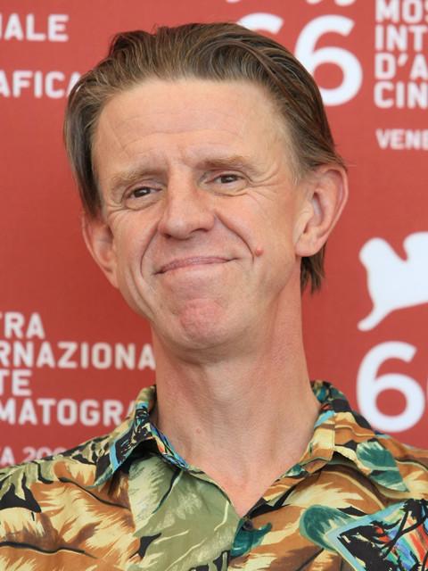 アレックス・コックス監督、クラウドファンディング成功で新作SF映画製作へ