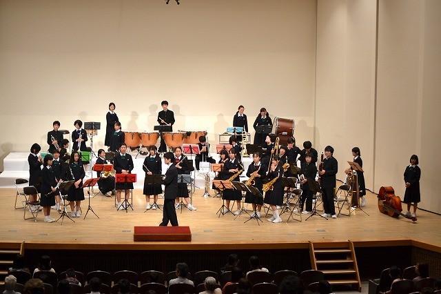 鈴木卓爾監督作「楽隊のうさぎ」吹奏楽部の生演奏でクランクアップ!
