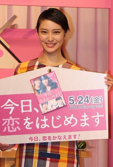 武井咲、記者に逆質問「出会いってどこにあるんですか?」