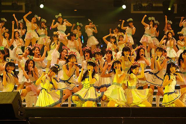 AKB48グループ研究生103人、単独武道館コンサートでフレッシュな魅力全開