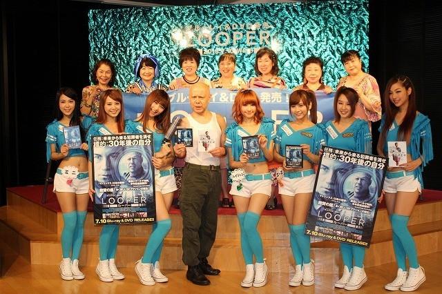"""台湾のお天気アイドル「ウェザーガールズ」、""""30年後の自分""""と対面し目を白黒"""