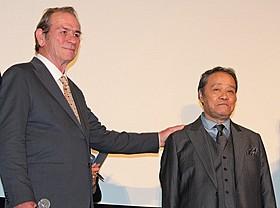 「終戦のエンペラー」で共演した 西田敏行とトミー・リー・ジョーンズ「終戦のエンペラー」