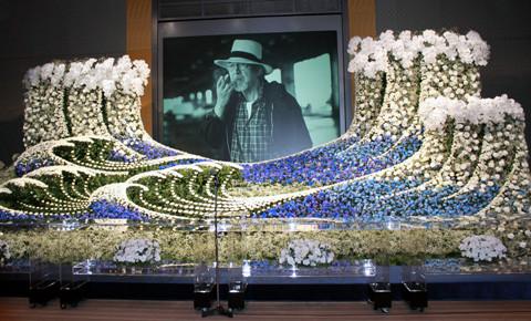 三國連太郎さん「お別れの会」に800人 喪主・佐藤浩市「役者らしい送り方できた」