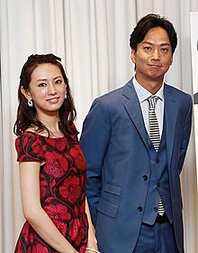 シンガポールプレミアに出席した北川景子と椎名桔平「ラッフルズホテル」