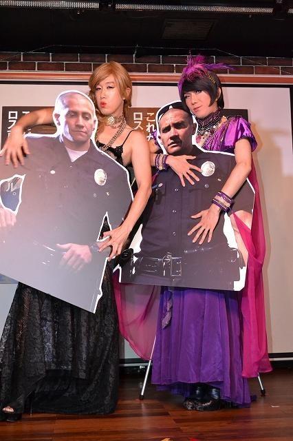 女装家ブルボンヌ&バブリーナ、ジェイク・ギレンホールの警官コスプレに大興奮!