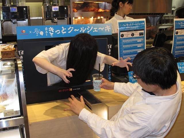 きっとク~ル…貞子、猛暑の池袋でロッテリア1日店長!コラボシェーキをPR