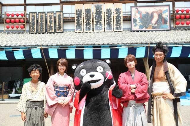 「るろうに剣心」続編撮影中の佐藤健、くまモンの陣中見舞いに興奮!