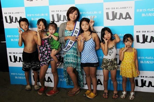 美奈子、海の家で1日店主!カラオケ披露にファン50人が手拍子