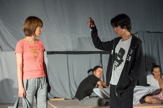 吉田大八監督の初舞台稽古場に潜入 夏菜&池松壮亮が本谷有希子のクセ者キャラに挑戦