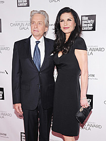 マイケル・ダグラスとキャサリン・ゼタ=ジョーンズ夫妻「恋するリベラーチェ」