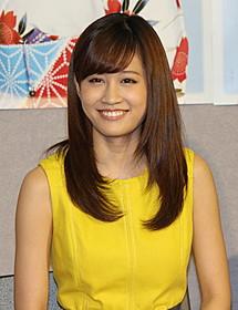 笑顔をのぞかせる前田敦子「好色五人女」