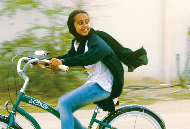 映画館のないサウジアラビア初の長編映画「少女は自転車にのって」予告編公開