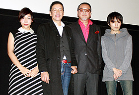 舞台挨拶に立った奥田瑛二監督、安藤サクラら「今日子と修一の場合」