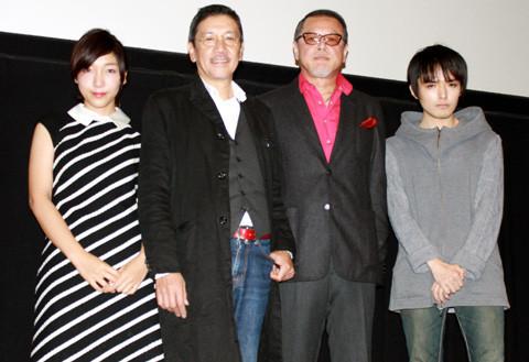 奥田瑛二、観客の写真撮影を許可し父娘で「今日子と修一の場合」をアピール