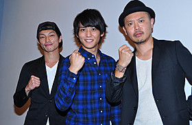 初日舞台挨拶に登壇した佐野和真 と共演の遠藤雄弥、元木隆史監督「ガチバン」