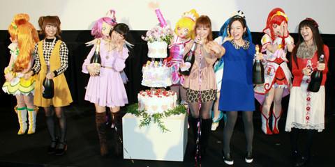 「プリキュア」10周年を声優陣がウエディングケーキとクラッカーでお祝い