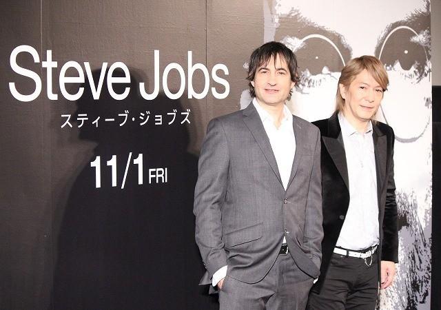 小室哲哉が映画館で初ライブ、ジョブズ氏に捧ぐ名曲「Departures」