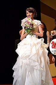 ウエディングドレス姿を披露した桐谷美玲「あさひるばん」