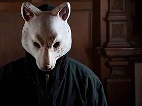 アニマルマスク姿というビジュアルのインパクトも強烈「サプライズ」