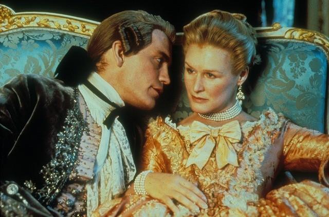貴族の退廃と愛の駆け引きを描く「危険な関係」テレビドラマ化
