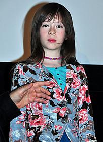 8歳の子役オナタ・アプリールちゃん「メイジーの瞳」