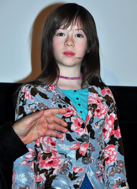 「メイジーの瞳」8歳のヒロイン、オナタ・アプリールちゃん来日!