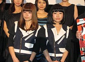 主演を務めたアイドルグループ「BiS」のふたり「アイドル・イズ・デッド」