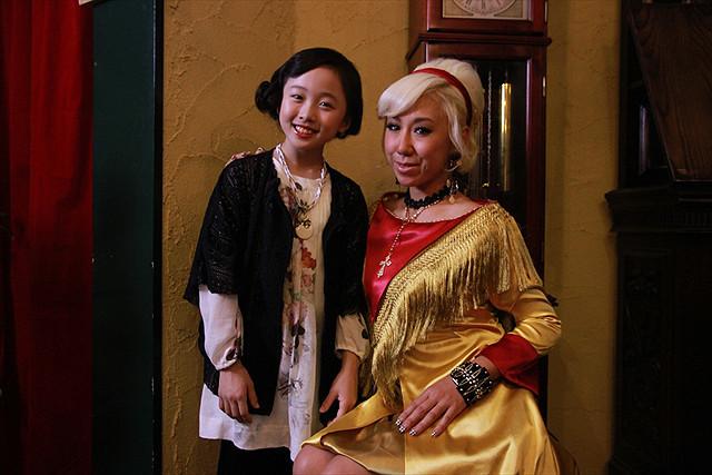 実年齢差40歳以上…本田望結ちゃん、JAMOSAのMVで50歳のマダムに
