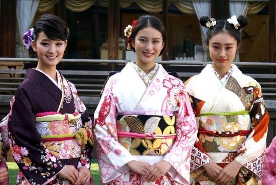 武井咲&剛力彩芽らオスカー美女9人、晴れ着姿で2014年モード
