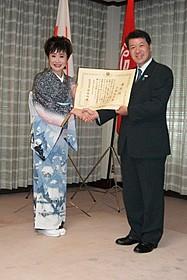 新潟県民栄誉賞を贈られた小林幸子