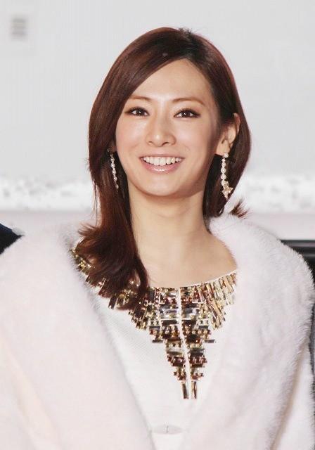 北川景子&錦戸亮、関西弁トークにファン800人歓声「抱きしめたい」完成披露
