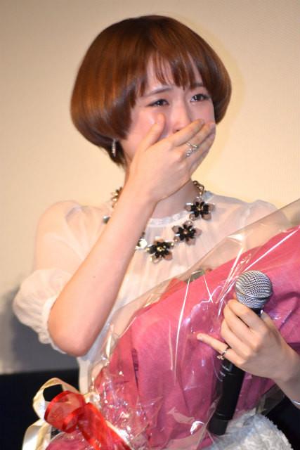 佐藤健「理子役が君でよかった」サプライズ花束に大原櫻子が大号泣!