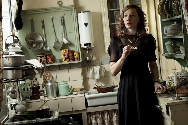 G・クルーニー監督&主演作でケイト・ブランシェットが諜報員顔負けの才女に