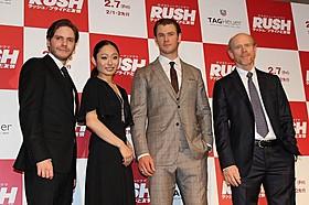 (左から)ダニエル・ブリュール、安藤美姫、 クリス・ヘムズワース、ロン・ハワード監督「ラッシュ プライドと友情」